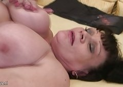 Granny receive her mouth filled with jizz