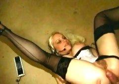 Golden-haired hottiie has her coochie fucked